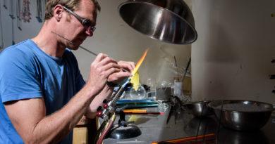 Graham Reid glass making